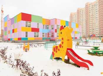 Игровые площадки перед детским садом